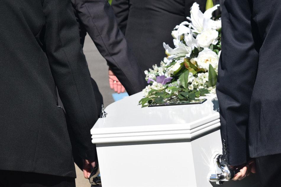 image cercueil et porteurs